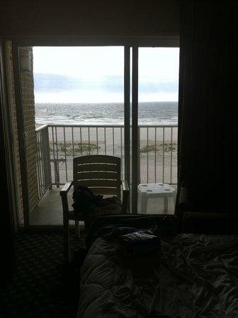 Reges Oceanfront Resort: another room view
