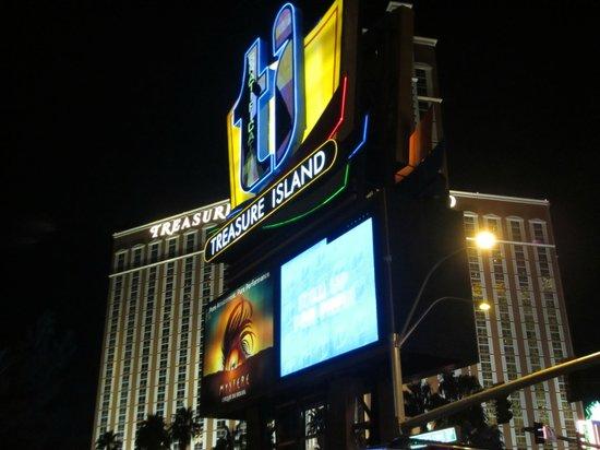Treasure Island - TI Hotel & Casino : The hotel from the strip