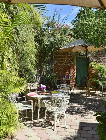 Casa Dahlia Garden and Cafe