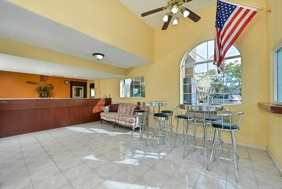 Super Star Inn & Suites El Centro : Lobby Check in area