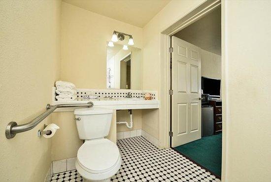 Super Star Inn & Suites El Centro: Bathroom