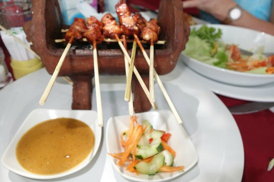 Cafe Bamboo: chicken satay
