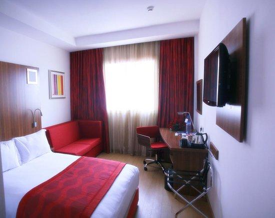 Ramada Encore Tangier : Guest Room - Queen Bed