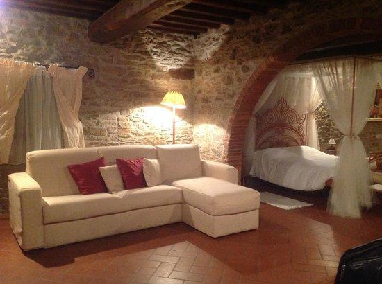 Tenuta Il Palazzo: Living Room with Sleeping area
