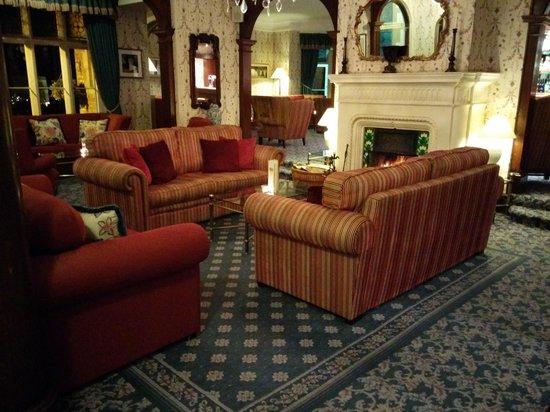 Coed-Y-Mwstwr Hotel: Reception