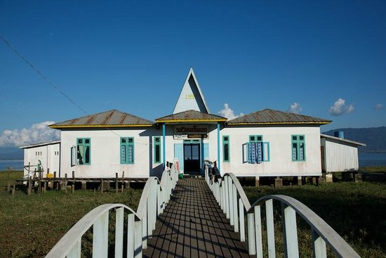 Kachin State, Birmanie (Myanmar) : Guest House at Idawgyi Lake in Loton Village, Mohnyin