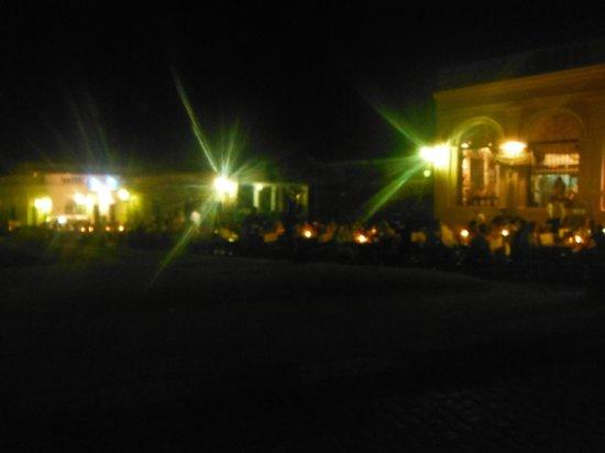 Pulperia de los Faroles: El restaurante de noche con las velas en sus mesas