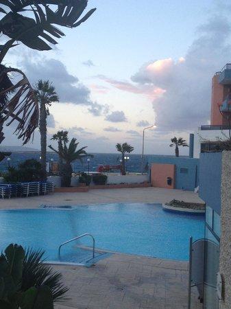 Dolmen Hotel Malta : Pool area near Le Grill