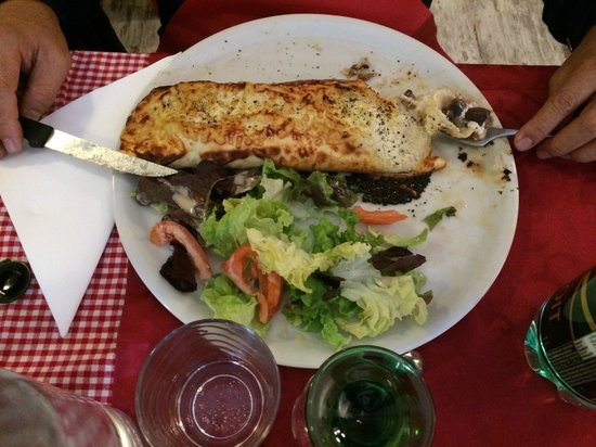 """L'Als'Assiette : Flammkuchen, which means """"Flame cake"""" or in French tarte flambée with duck confit"""