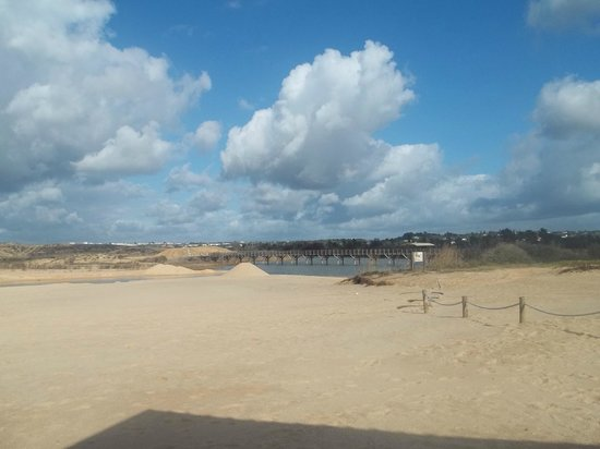 Praia dos Salgados: The beach