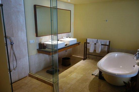 Komaneka at Rasa Sayang: Bathroom has a beautiful big bath and shower