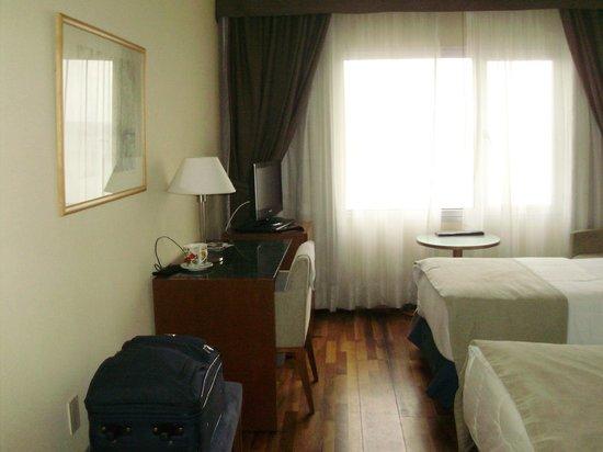 NH Montevideo Columbia: habitacion