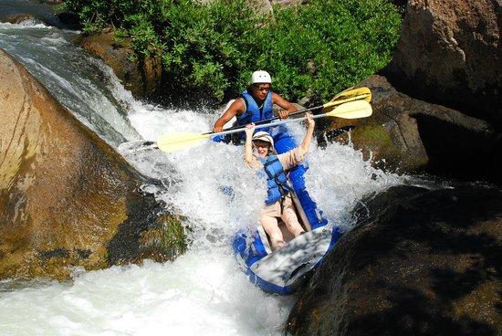 Adventours Costa Rica: River rafting!
