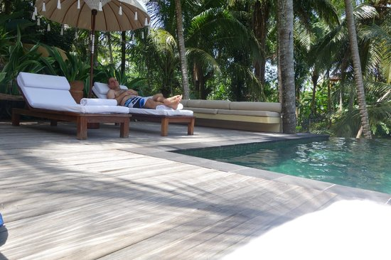 Komaneka at Rasa Sayang: very relaxing by the pool