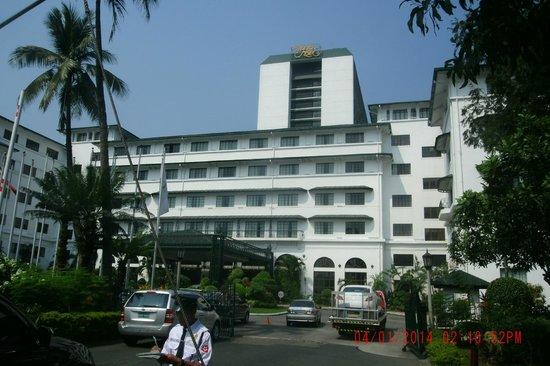 The Manila Hotel : Facade