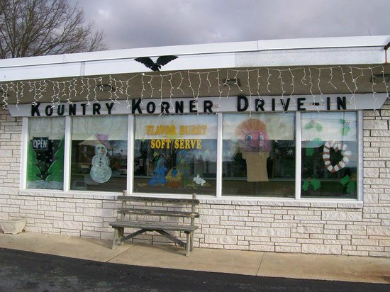Kountry Korner Drive-In: Christmas Decortions