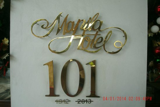 The Manila Hotel: Front of Hotel