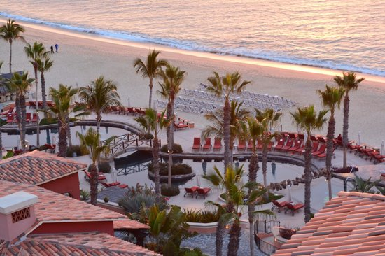 Hacienda del Mar Los Cabos : Beach side pool just after sunrise from the observation tower