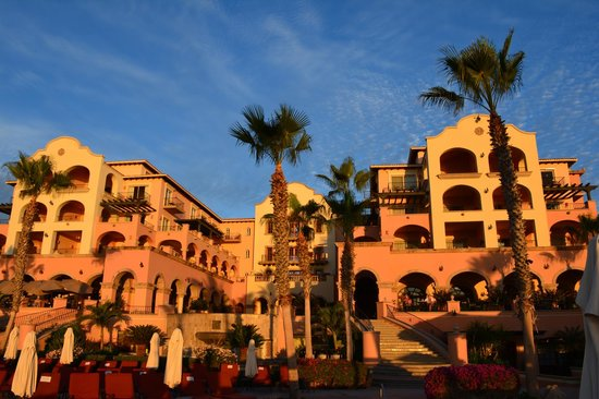 Hacienda del Mar Los Cabos: The main building at sunrise
