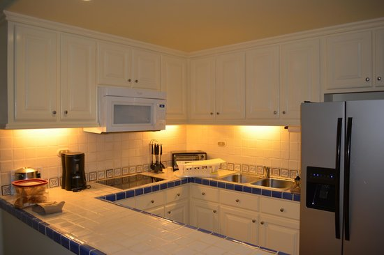 Hacienda del Mar Los Cabos: Full kitchen in the two bedroom condo