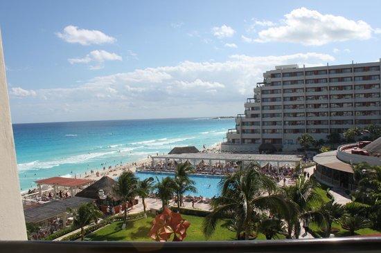 Crown Paradise Club Cancun: Vue de la chambre