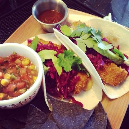 Canteen 900: lunch special: fish tacos!