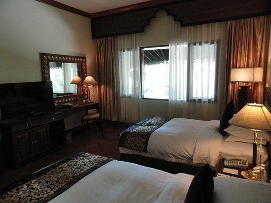 The Kandawgyi Palace Hotel: Big and beautiful room