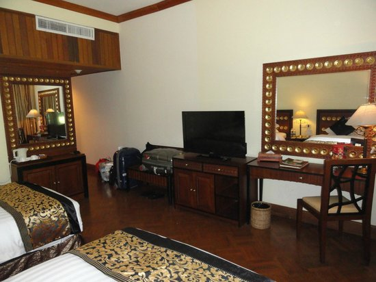 The Kandawgyi Palace Hotel: Our room from an other angel.