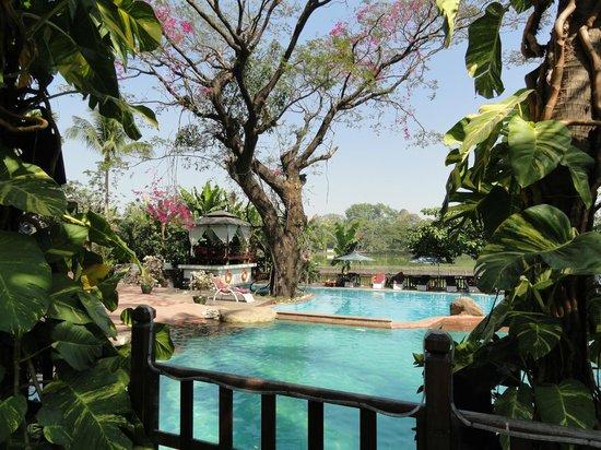 The Kandawgyi Palace Hotel: Pool