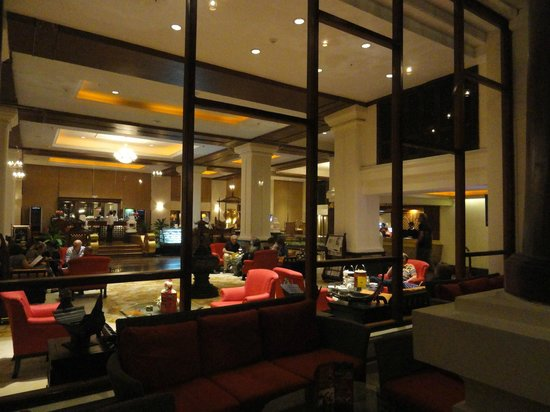 The Kandawgyi Palace Hotel: The lobby from outdoor.