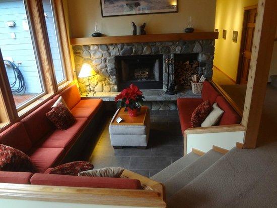 A Snug Harbour Inn: Common living area
