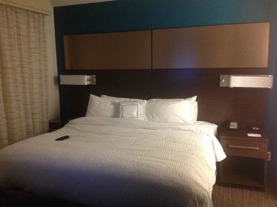 Residence Inn Springfield Chicopee: king size bed