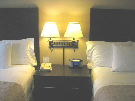 Holiday Inn Express & Suites: Two Queen beds