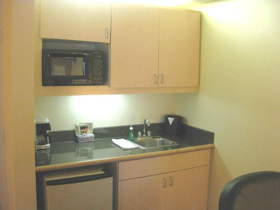 Holiday Inn Express & Suites : In room kitchenette
