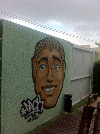 Lagoa Hostel: Grafite na Área comum do Hostel