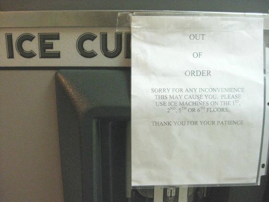 Holiday Inn Express & Suites: Ice machine on 4th floor out-of-order
