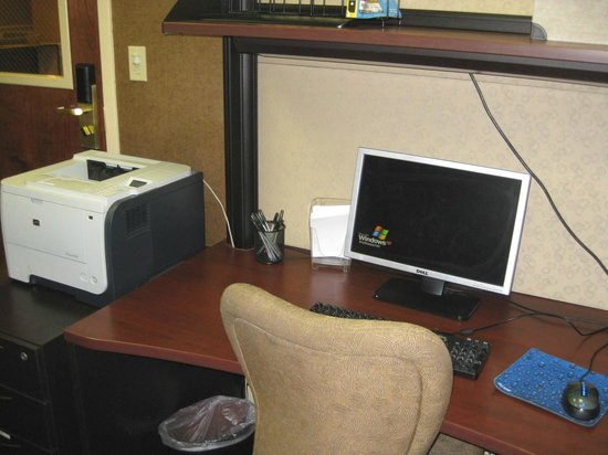 Holiday Inn Express & Suites: Computer & copier