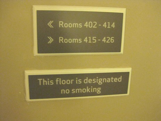 Holiday Inn Express & Suites: Non-smoking sign for 4th floor