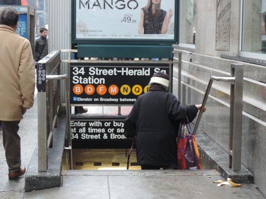 Hampton Inn Manhattan-35th St/Empire State Bldg : Subway a 20 metros!