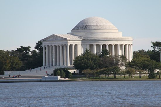 Jefferson Memorial : View from across the river