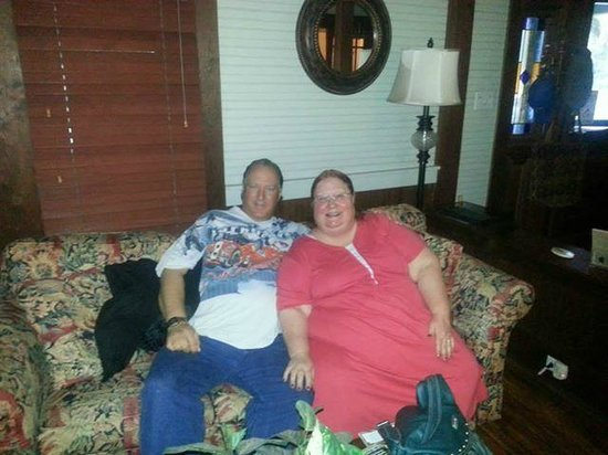Inn at Folkston: This is us in the living room right before we had to leave!
