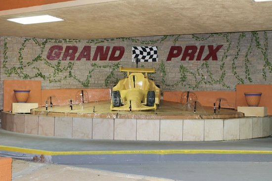 Grand Prix Motel: FOUNTAIN