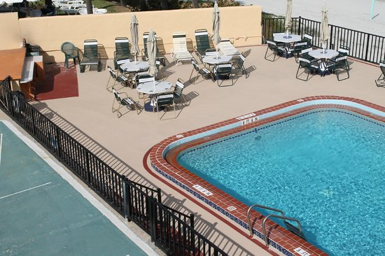 Grand Prix Motel: POOL DECK