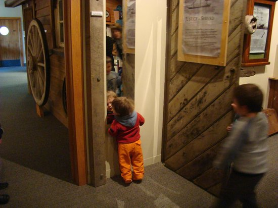 Owaka Museum and Catlins Information Centre : Fun to discover and hands-on experience