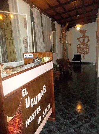 Ucumar: hall de ingreso al hotel y recepción, de fondo nuestro mural de fotografías!