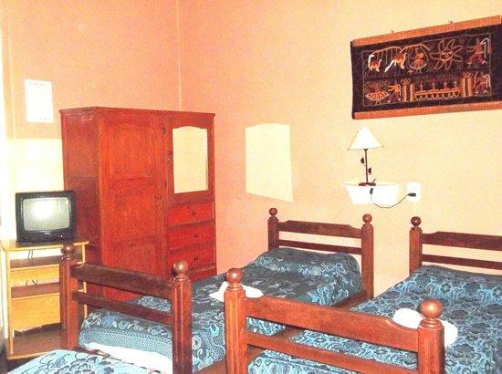 Ucumar: Habitacion Triple, ideal para amigos, cuenta con todos los servicios y una ambientacion rustica.
