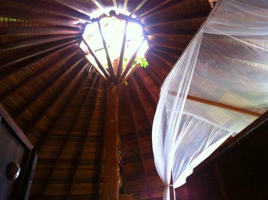 Hotel Amor de Mar : ceiling in upstairs room