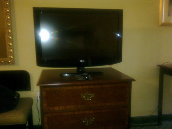 Quality Inn at Carowinds: Tv in room