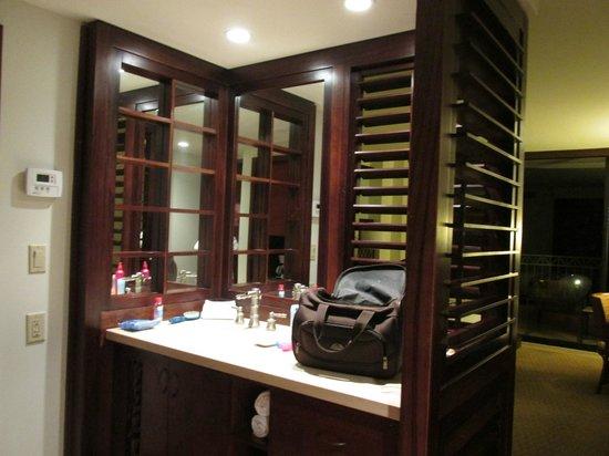 Royal Lahaina Resort: Bathroom sink