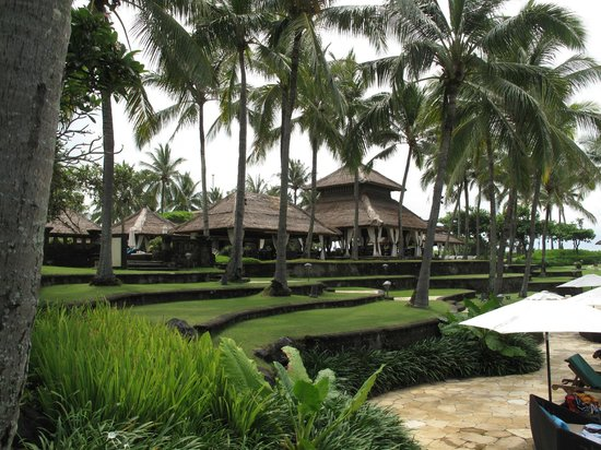 Pan Pacific Nirwana Bali Resort: Pool Grill restaurant